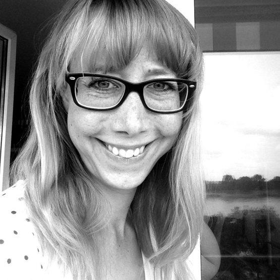 Sandra ist Traurednerin in Niederkassel und NRW und im Team von martinredet