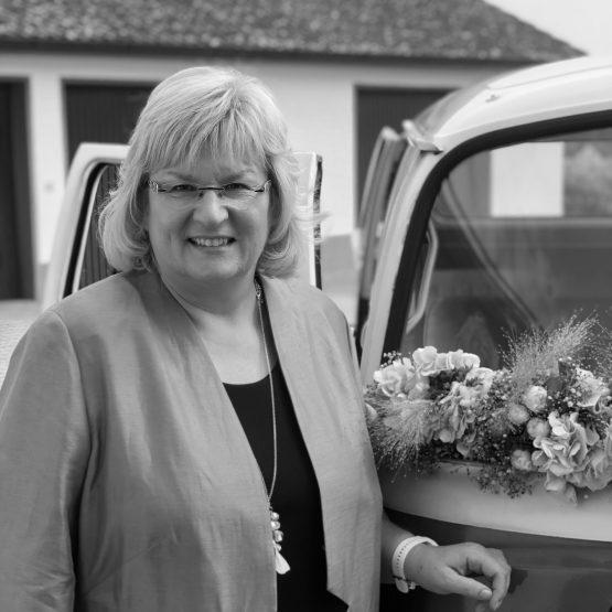 Christina ist Hochzeitsrednerin in der Oberpfalz und Teil von martinredet Trauredner Bayern und Umgebung