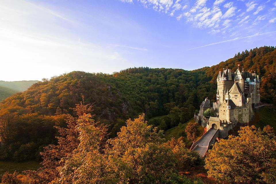 Trauredner in Rheinland-Pfalz Burg Eltz Hochzeitsredner martinredet ist der beste Redner Deutschlands Mainz und Wiesbaden