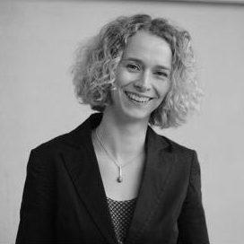 Ulrike ist Traurednerin Rostock im Team von martinredet für Eure Freie Trauung in Mecklenburg Vorpommern Hochzeitsredner Ausbildung