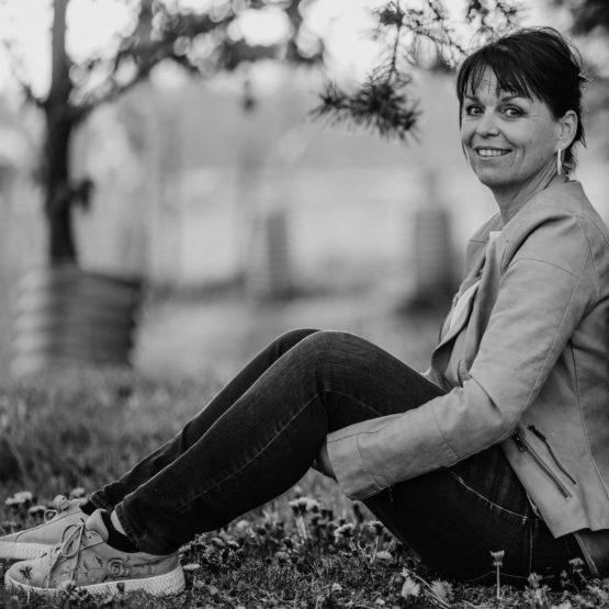 Petra ist Traurednerin Bodensee Hochzeitsrednerin und im Schwarzwald im Team von martinredet Trauredner Köln und Weltweit Ausbildung