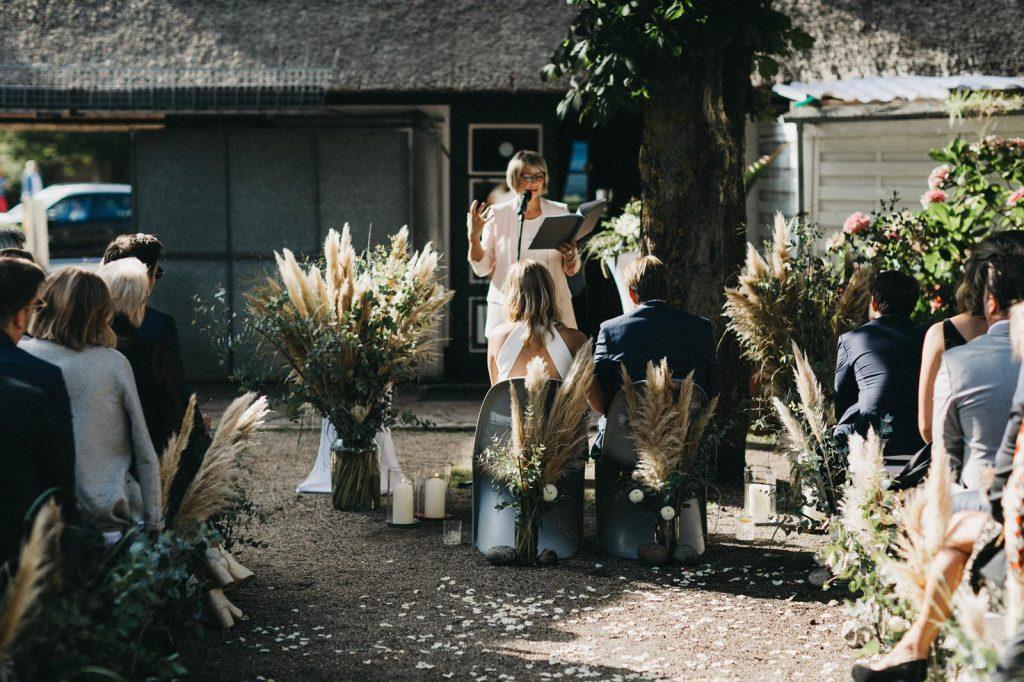 Traurednerin Köln im Team von Hochzeitsredner martinredet Martina ist Moderatorin und Freie Rednerin NRW Foto von Nancy Ebert 01