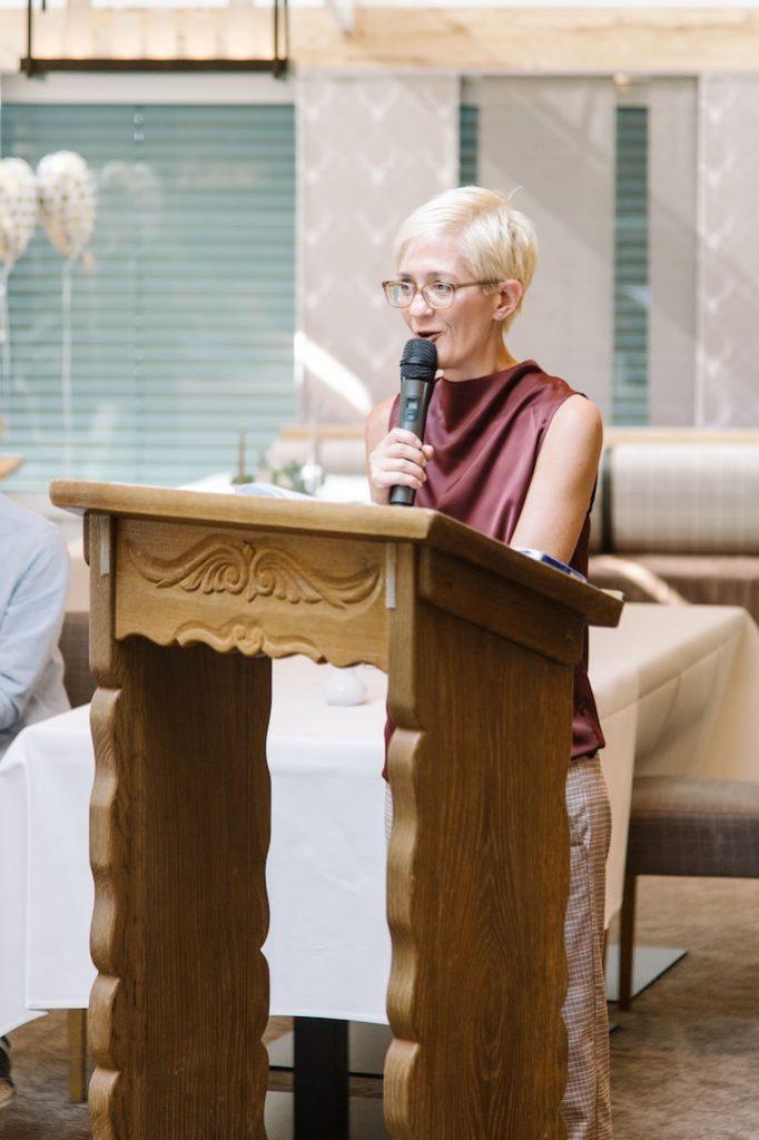 Traurednerin Bianca ist Rednerin für eine Freie Trauung im Team von Hochzeitsredner Köln martinredet