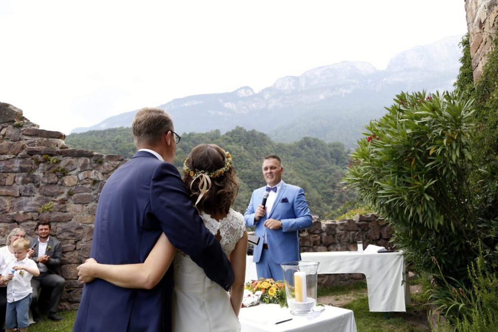 Trauredner Bad Abbach Freie Trauung in Bayern und Südtirol Burg Hocheppan Christian im Team martinredet Ausbildung Hochzeitsredner 01
