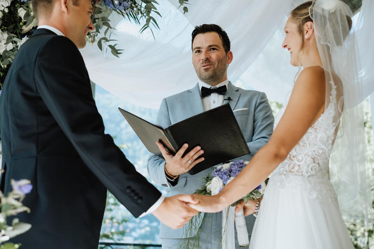 Hochzeit Trauredner Schweiz Freie Trauung Lago di Lugano martinredet Isole di Brissago arianefotografiert