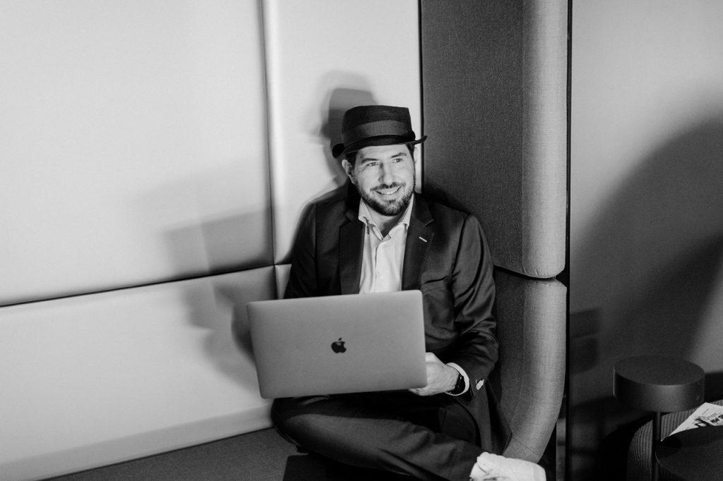 Hochzeits-DJ Markus Rosenbaum im Team von Redner Freie Trauung martinredet