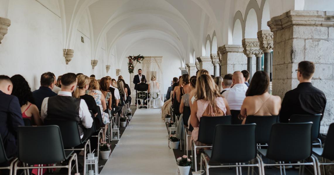 Trauredner NRW Marcel im Team von Hochzeitsredner martinredet Freie Trauung Abtei Brauweiler Foto arianefotografiert Hochzeitsfotografin