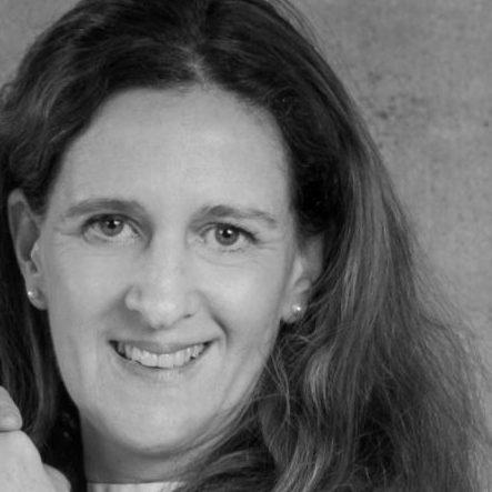 Traurednerin Allgäu Steffi Stefanie Wacker bei martinredet Hochzeitsredner Freie Trauung Oberstdorf Österreich Bodensee Ausbildung