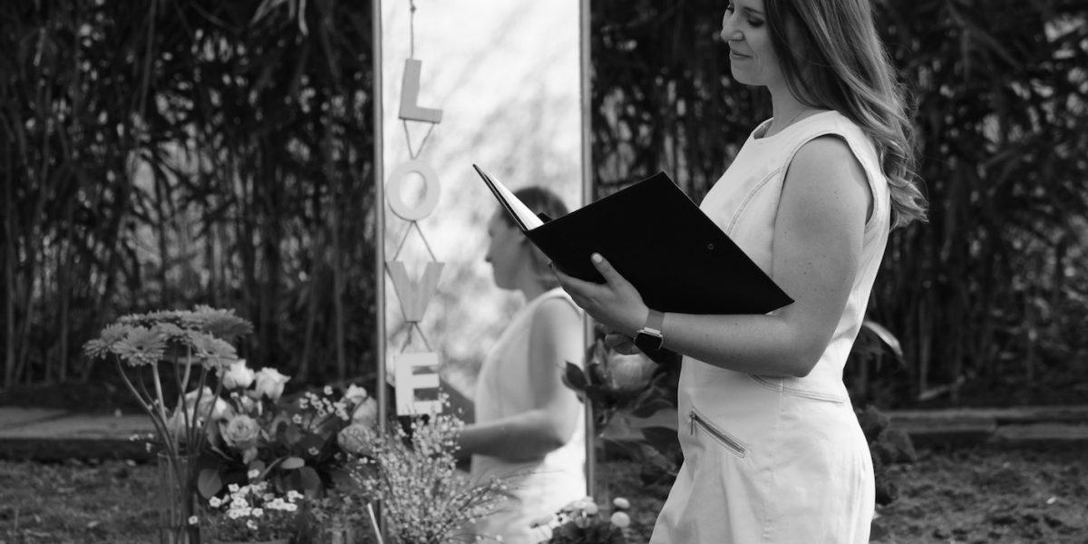Traurednerin Pinneberg Freie Trauung Schleswig-Holstein Jaqueline bei martinredet Hochzeitsredner Freie Hochzeit Ausbildung Titelfoto