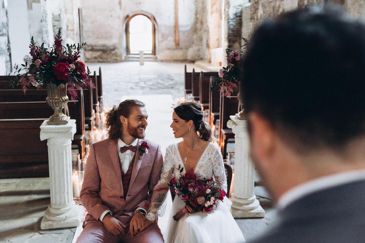 Hochzeit in einer alten Kirche mit Trauredner martinredet