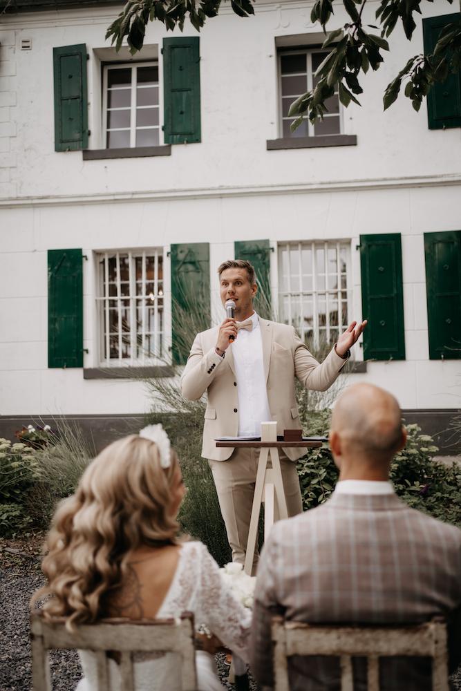 Trauredner Monheim Andi im Team von martinredet Freier Redner für Freie Trauung Hochzeit Ausbildung Martin redet Köln NRW